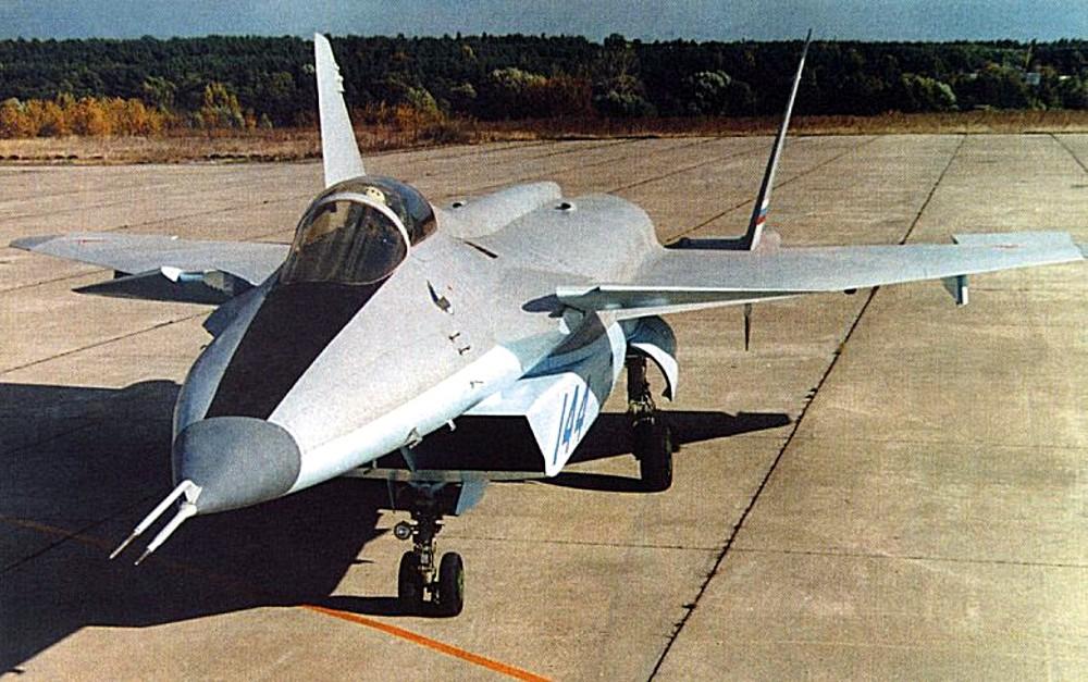 Многофункциональный истребитель МиГ 1.42